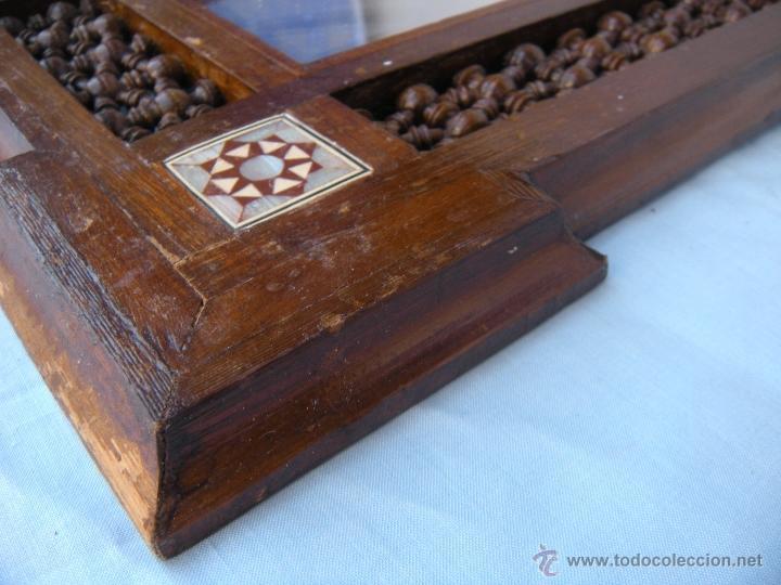 Antigüedades: PEQUEÑO ESPEJO CON TORNEADOS Y TARACEA - Foto 2 - 106546772