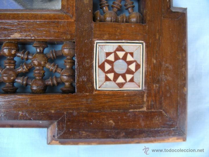 Antigüedades: PEQUEÑO ESPEJO CON TORNEADOS Y TARACEA - Foto 3 - 106546772
