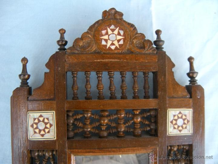 Antigüedades: PEQUEÑO ESPEJO CON TORNEADOS Y TARACEA - Foto 7 - 106546772