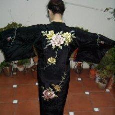 Antigüedades: ANTIGUO KIMONO JAPONES TIPO TOMESODE - BORDADO DISEÑO FLORAL. Lote 44620856