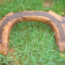 Antigüedades: ANTIGUO YUGO DE MADERA. Lote 44651466