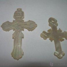 Antigüedades: ANTIGUAS CRUCES MEDALLAS TALLADAS EN NACAR O MADREPERLA.. Lote 44652758