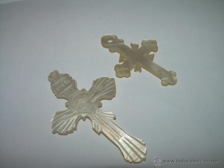 Antigüedades: ANTIGUAS CRUCES MEDALLAS TALLADAS EN NACAR O MADREPERLA. - Foto 2 - 44652758