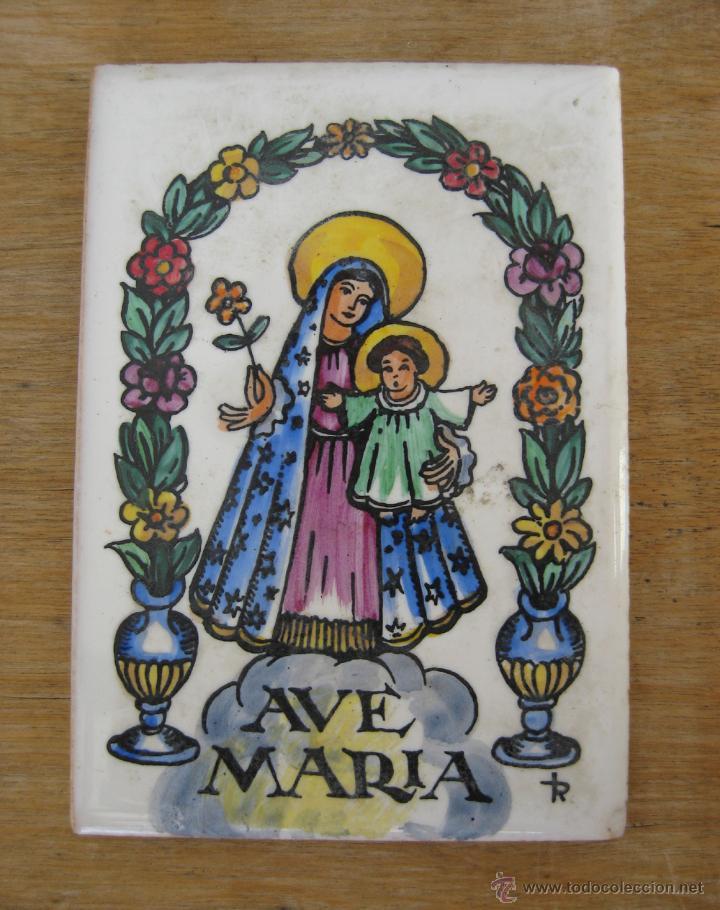 AZULEJO DE CERÁMICA ANTIGUO AVE MARIA PINTADO A MANO CON FIRMA (Antigüedades - Porcelanas y Cerámicas - Azulejos)