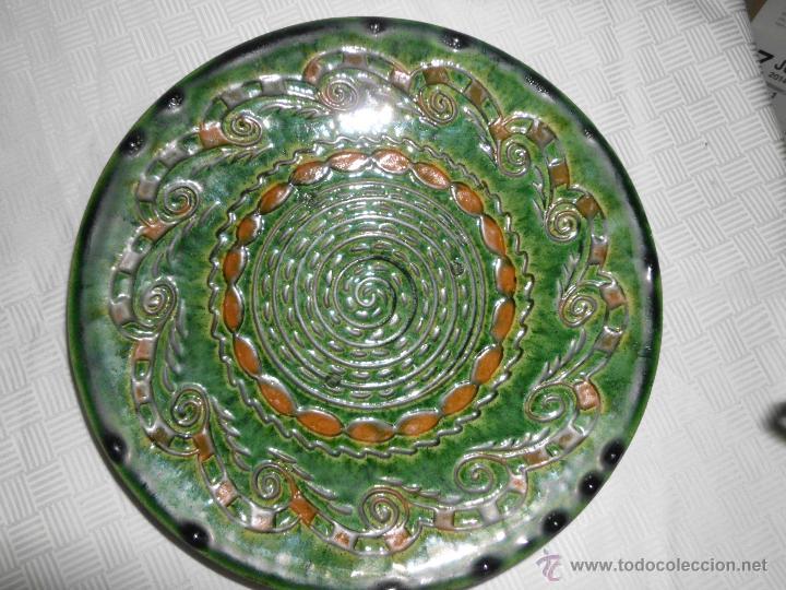PLATO DE CERÁMICA VIDRIADA VERDE ( TITO UBEDA) (Antigüedades - Porcelanas y Cerámicas - Úbeda)