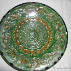 Antigüedades: PLATO CERAMICA VIDRADA VERDE( TITO UBEDA). Lote 44693119