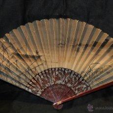 Antigüedades: ANTIGUO ABANICO VARILLAJE DE MADERA Y PAIS DE PAPEL. Lote 44708475