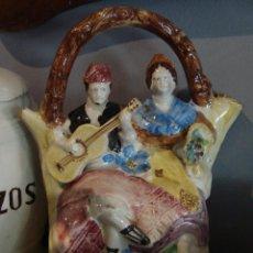 Antigüedades: BONITO BOTIJO DE CERÁMICA CON PAREJA DE VALENCIANOS. Lote 44709675