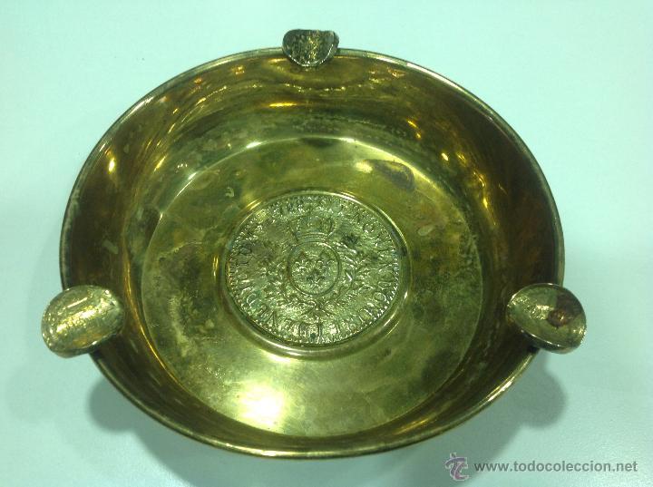 CENICERO DE BRONCE DORADO CON MONEDAS (Antigüedades - Hogar y Decoración - Ceniceros Antiguos)
