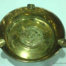 Antigüedades: CENICERO DE BRONCE DORADO CON MONEDAS. Lote 44756312