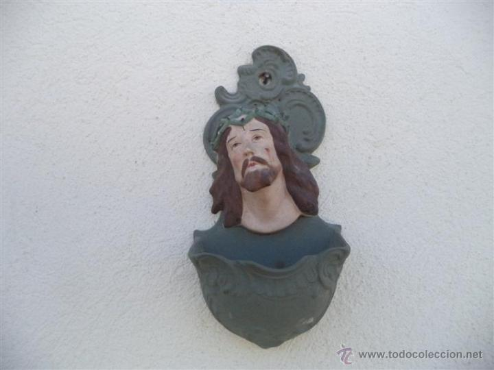 BENDITERA DE CRISTO PORCELANA BISQUIS (Antigüedades - Religiosas - Benditeras)