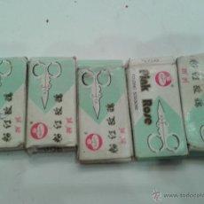 Antigüedades: LOTE SEIS TIJERAS PEQUEÑAS PLEGABLES MARCA PINK MADE IN THE PEOPLES REPUBLIC OF CHINA AÑOS 60 NUEVA. Lote 44760699