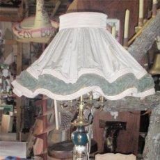 Antigüedades: LAMPARA DE PIE DE PORCELANA Y LATÓN. MEDIDA 175 X54 CM. Lote 44768432