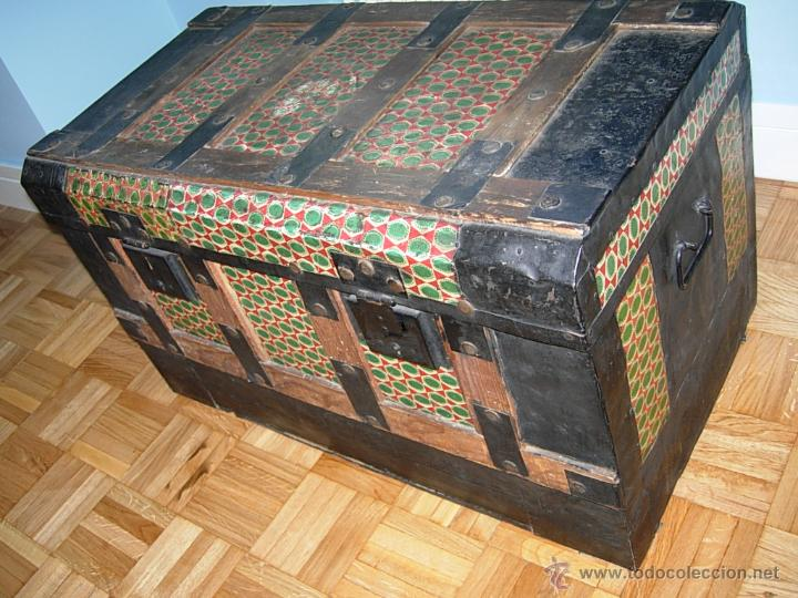 Ba l cofre arc n antiguo de madera forrado d comprar - Baules antiguos de madera ...