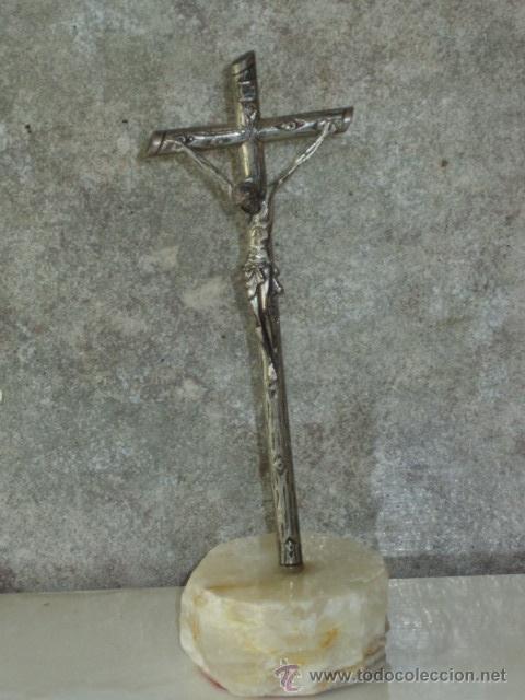 CRUZ DE ALPACA CON PIE DE MARMOL O ALABASTRO. (Antigüedades - Religiosas - Cruces Antiguas)