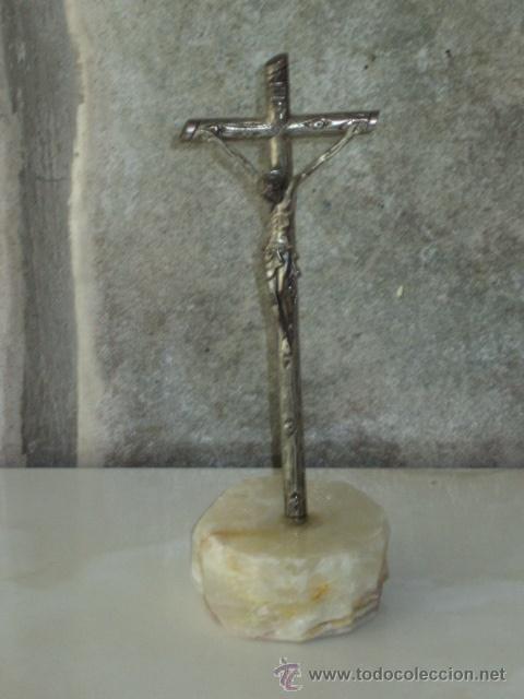 Antigüedades: CRUZ DE ALPACA CON PIE DE MARMOL O ALABASTRO. - Foto 2 - 44803842