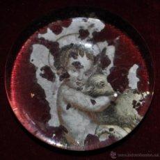 Antigüedades: INTERESANTE PISAPAPELES DE VIDRIO CON IMAGEN DE SAN JUANITO NIÑO. CIRCA 1900. Lote 44807976