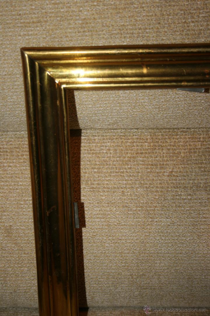 Antigüedades: Antigua sacra religiosa en metal dorado. Cruz agnus. Ligeras manchas de óxido. - Foto 5 - 44841405