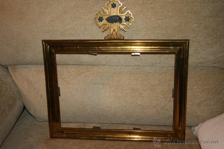 Antigüedades: Antigua sacra religiosa en metal dorado. Cruz agnus. Ligeras manchas de óxido. - Foto 7 - 44841405