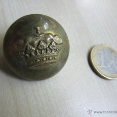 Antigüedades: BOTON GRANDE CON CORONA. Lote 44851319