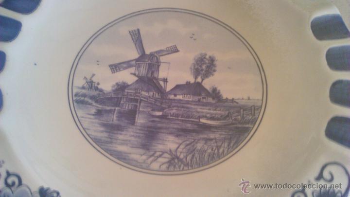 Antigüedades: Precioso plato de cerámica holandesa T´DELFTSCHE HUYS HANDWORK 1986.Pintado a mano. - Foto 3 - 44884676