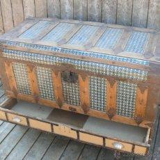 Antigüedades: PRECIOSO BAUL ARCON TIPO COFRE EN MADERA Y METAL CAJONERA ALBACETE VALERIANO FERNANDEZ PLAZA TOROS 3. Lote 44901388