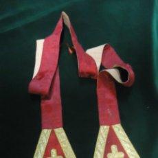 Antigüedades: ESTOLA ECLESIASTICA ANTIGUA EN DAMASCO DE SEDA ROJA Y ORO. Lote 44902236