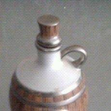 Antigüedades: ANTIGUA BOTELLA DE RON. CERÁMICA LIMOGES . Lote 141139169
