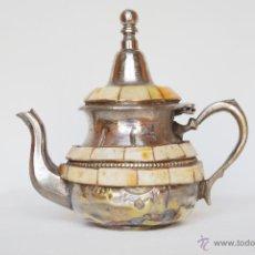 Antigüedades: TETERA ARABE DE METAL Y HUESO DE 14 CM DE ALTO. Lote 44966270