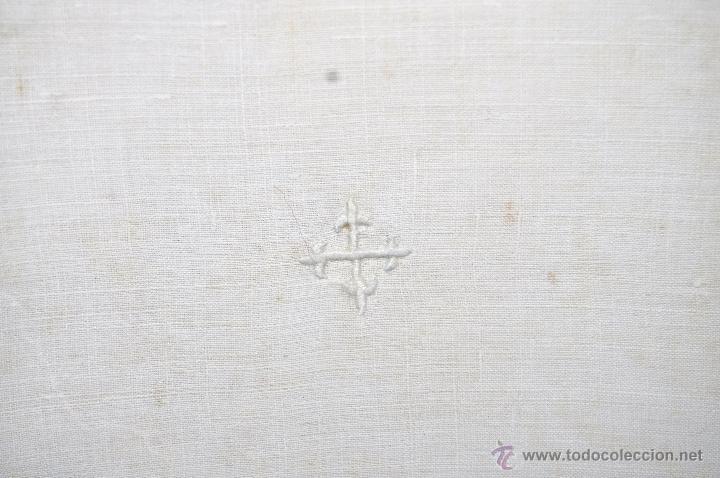 Antigüedades: ANTIGUA PALIA O CUBRE CÁLIZ EN ROPA DE LINO CON DECORACIONES BORDADAS A MANO. CIRCA 1900 - Foto 2 - 44985230