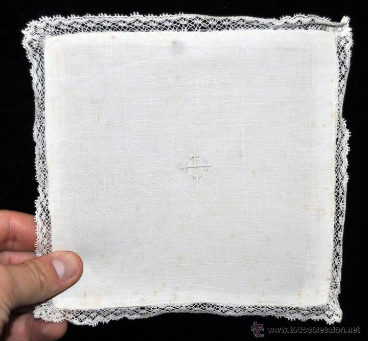 Antigüedades: ANTIGUA PALIA O CUBRE CÁLIZ EN ROPA DE LINO CON DECORACIONES BORDADAS A MANO. CIRCA 1900 - Foto 3 - 44985230