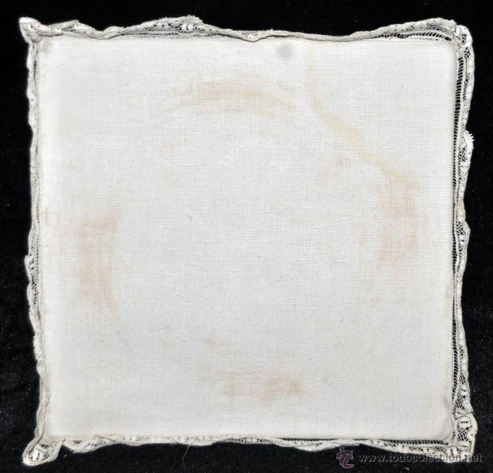 Antigüedades: ANTIGUA PALIA O CUBRE CÁLIZ EN ROPA DE LINO CON DECORACIONES BORDADAS A MANO. CIRCA 1900 - Foto 4 - 44985530