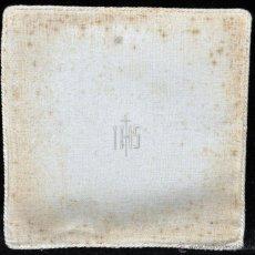 Antigüedades: ANTIGUA PALIA O CUBRE CÁLIZ EN ROPA DE LINO CON DECORACIONES BORDADAS A MANO. CIRCA 1900. Lote 44985618