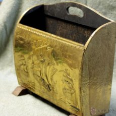 Antigüedades: ANTIGUO REVISTERO EN MADERA Y LATON.. Lote 45035762
