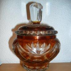 Antigüedades: BOMBONERA DE CRISTAL TALLADO DE BOHEMIA CON TAPA. Lote 45041649