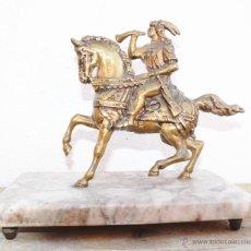 Antigüedades: FIGURA ANTIGUA BRONCE A CABALLO SOBRE MARMOL . Lote 45057922