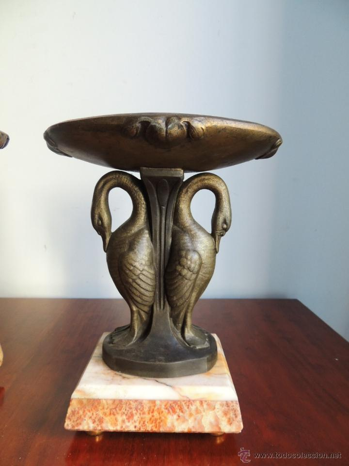 Antigüedades: PAREJA DE COPAS ART DECO DE CALAMINA SOBRE BASE DE MARMOL CON CISNES - Foto 3 - 45059116