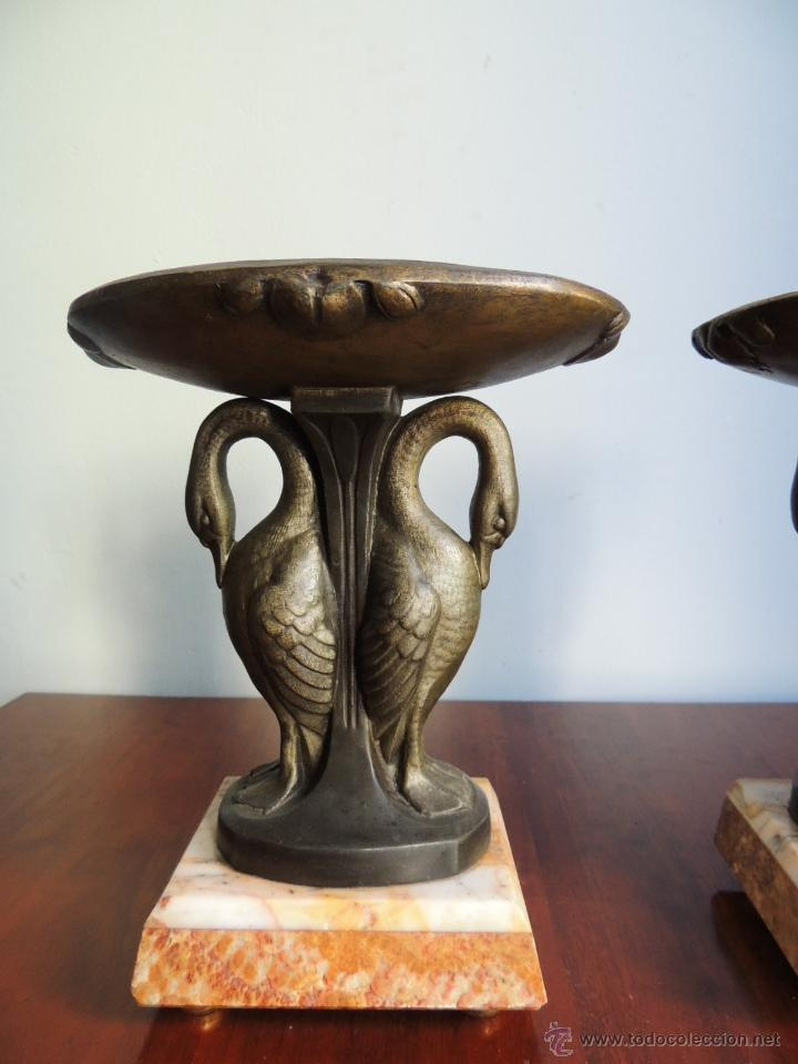 Antigüedades: PAREJA DE COPAS ART DECO DE CALAMINA SOBRE BASE DE MARMOL CON CISNES - Foto 4 - 45059116
