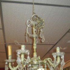Antigüedades: LAMPARA DE TECHO DE BRONCE DE CINCO BRAZOS CON ADORNOS EN CRISTAL.. Lote 27163675