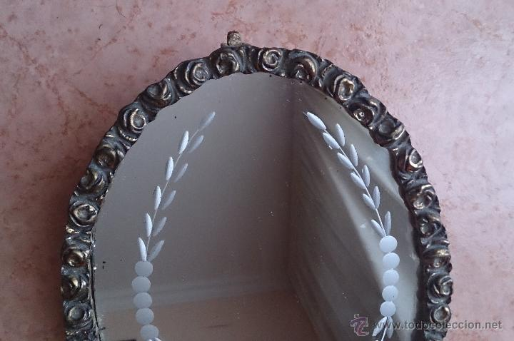 Antigüedades: Antiguo espejo de tocador en bronce formando una corona de rosas y cristal tallado a mano, años 30 . - Foto 2 - 54037263