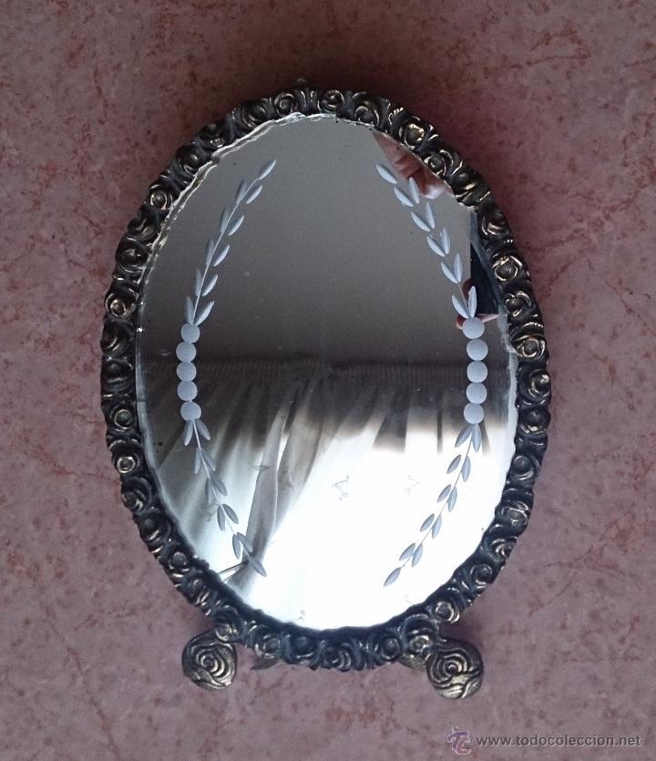 Antigüedades: Antiguo espejo de tocador en bronce formando una corona de rosas y cristal tallado a mano, años 30 . - Foto 4 - 54037263