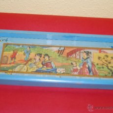 Antigüedades: BANDEJA DE MADERA Y CRISTAL - DECORADA CON MOTIVOS ORIENTALES - AÑOS 20-30 - ART DÉCO. Lote 45093800