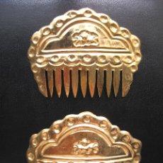 Antigüedades: LOTE DE 2 PEINETAS ANTIGUAS ARTESANAL RELIEVE PARA FALLERA HUERTANA VALENCIANA BUEN ESTADO. Lote 45094521