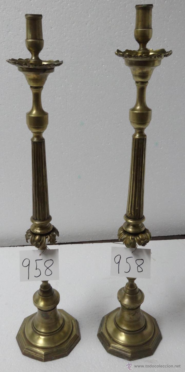 CANDELABROS PAREJA BRONCE SIGLO XX - 958 (Antigüedades - Iluminación - Candelabros Antiguos)