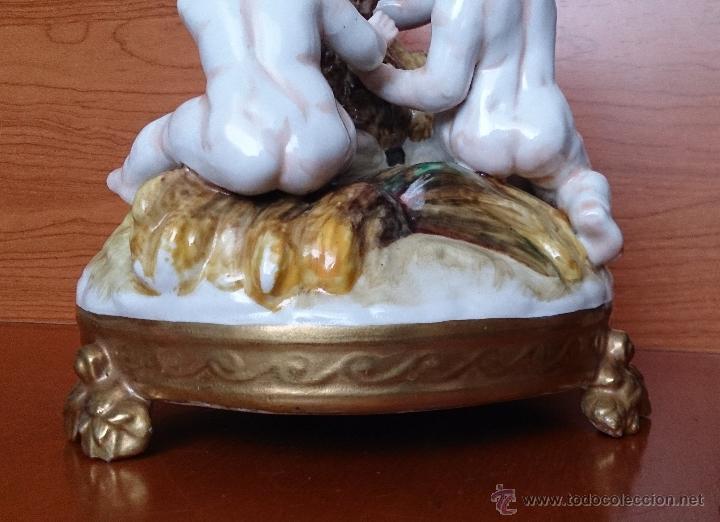 Antigüedades: Bello grupo de querubines jugando con becerro en porcelana Alemana tipo Meissen, firmado ( XIX ) . - Foto 18 - 45173711