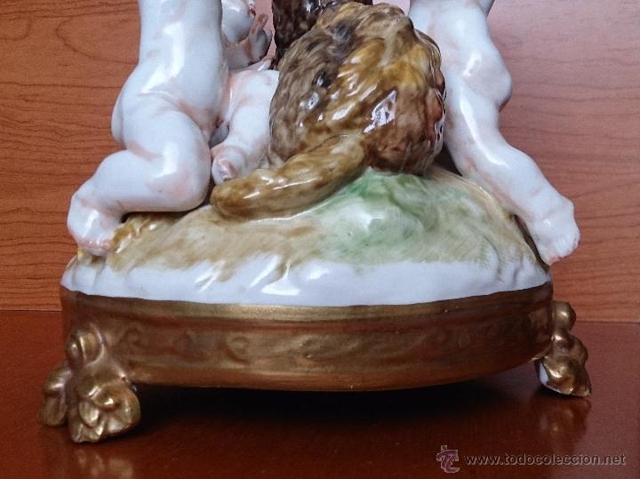 Antigüedades: Bello grupo de querubines jugando con becerro en porcelana Alemana tipo Meissen, firmado ( XIX ) . - Foto 25 - 45173711