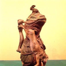Antigüedades: ANTIGUA JARRA ART NOVEAU MODERNISTA 1900 / 1920 CON RELIEVE INSPIRADO EN LA CAZA PIEZA DE COLECCIÓN. Lote 45217035