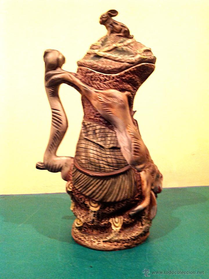 Antigüedades: Antigua Jarra Art Noveau Modernista 1900 / 1920 Con Relieve Inspirado En La Caza Pieza De Colección - Foto 9 - 45217035