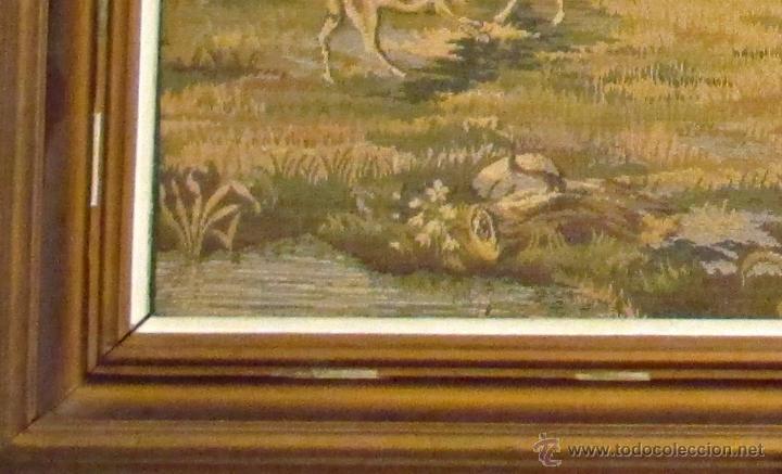 Antigüedades: TAPIZ. ESTILO GOBELINO. CACERÍA. ESCENA DE CAZA. PERROS. 145 X 81 CM. - Foto 2 - 45250147