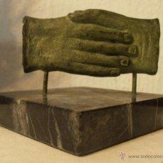Antigüedades: ESCULTURA DE MANOS UNIDAS EN SALUDO. Lote 32576477